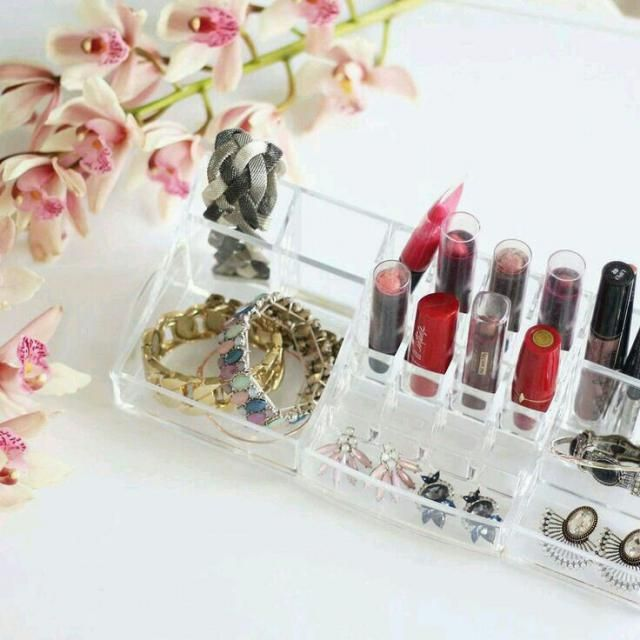 Are you organized? If you are not, this make up organizer will help you.