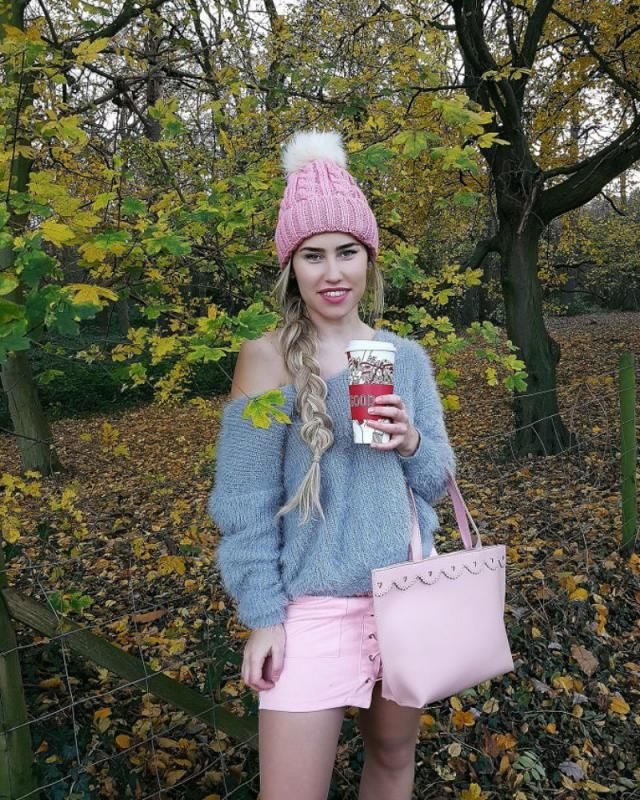 Today was so windy and cold  in London but I was still decide to go outside in the park.  Grey sweater is back in stock…
