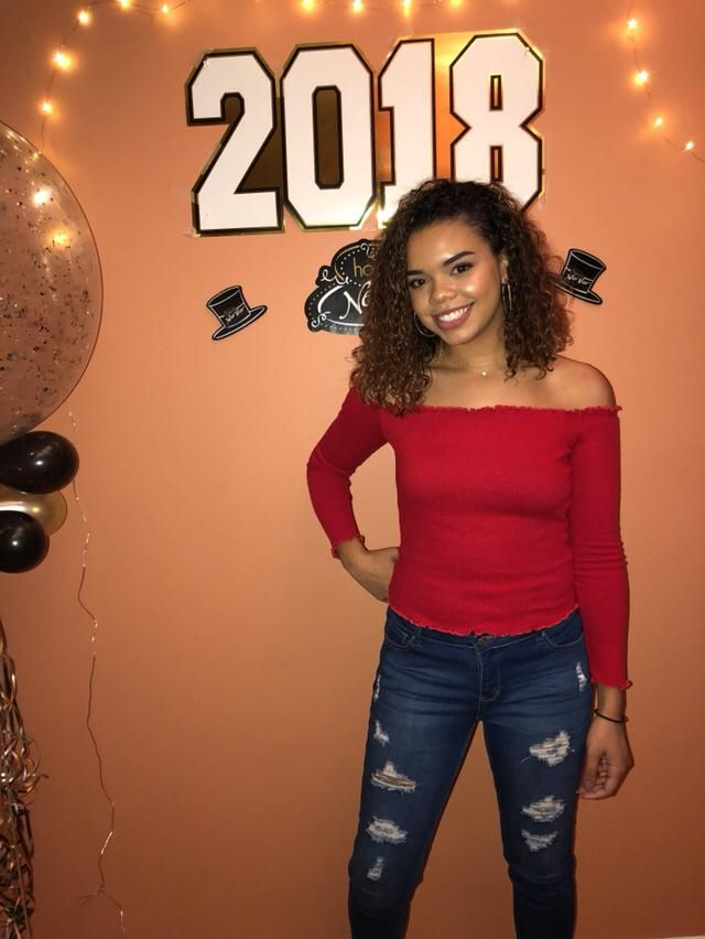 Celebrated 2018 in a red off the shoulder top and paired I️t with simple ripped jeans. Couldn't forget my signature gol…