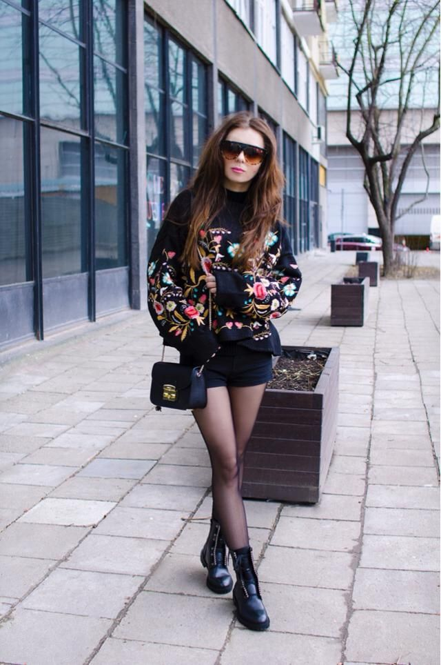 This floral print sweater is so stylish