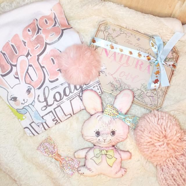 How cute is this flat lay? I love bunnys! Who doesn't? :)