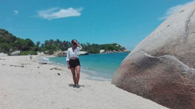 Tayrona Park in Colombia,  I love this cropped blouse and I'm going to show you other ways to used it.