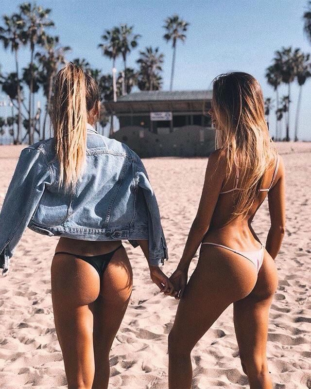 I like wearing same type of bikini with my bestie but just different colour