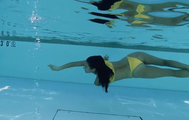 Shay Mitchell looks so beautiful wearing zaful item inside the pool, with a perfect curve and gesture! Inlove