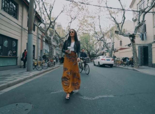 Walking down the street in Zaful skirt? Shay Mitchell you are rocking it! Loove this combination