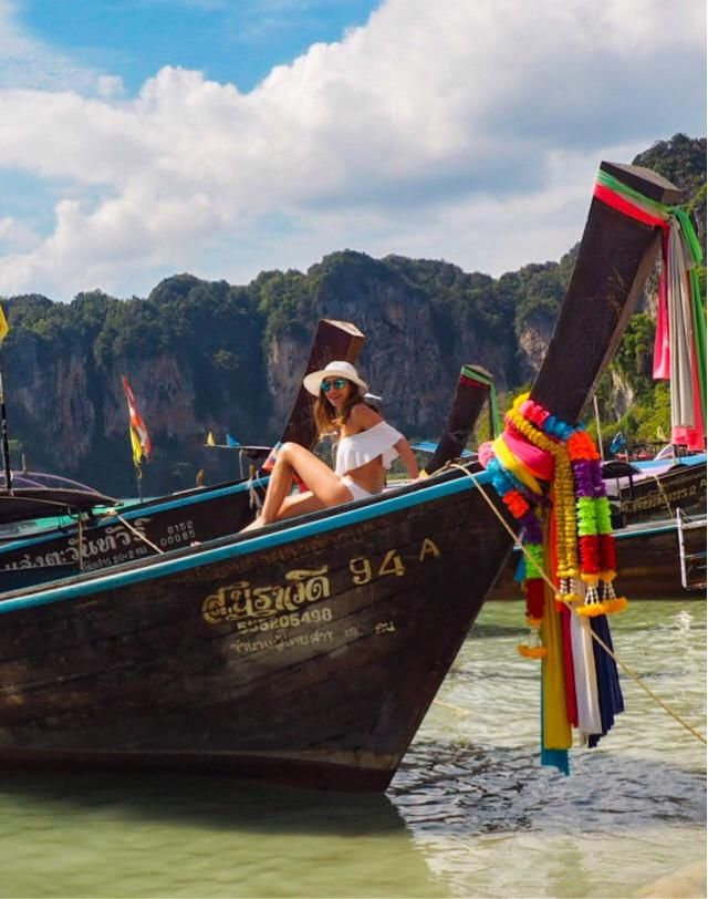 Ruffles off shoulder bikinis are cute ❤️ Holidays in Thailand          Instagram: @travelera.es