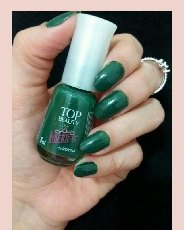 Nails with green
