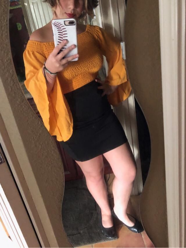 Super cute yellow bell sleeve top! I absolutely love it! I would recommend washing it a few times with fabric soften…