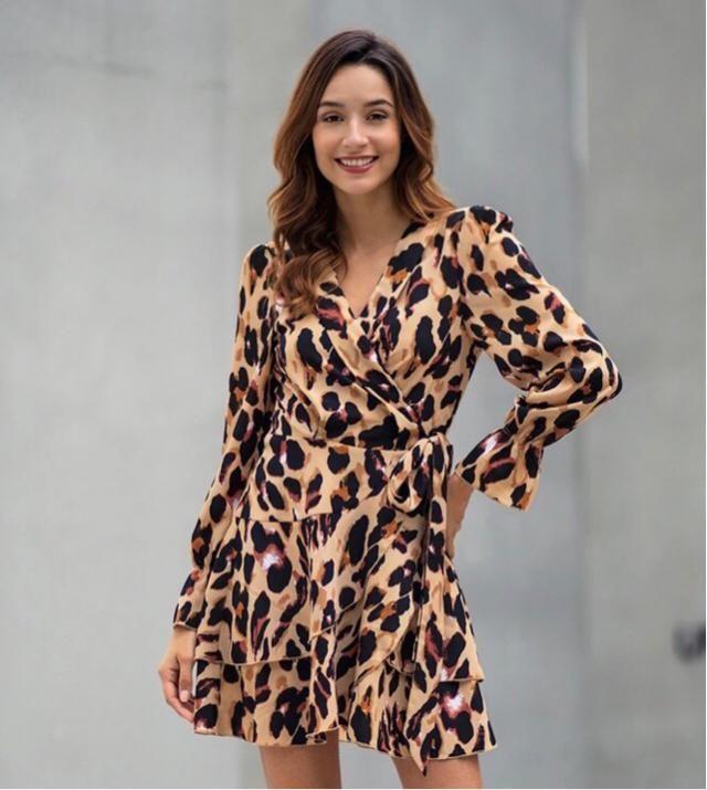 It's back trendy, this leopard dress is gorgeous, isn't it?
