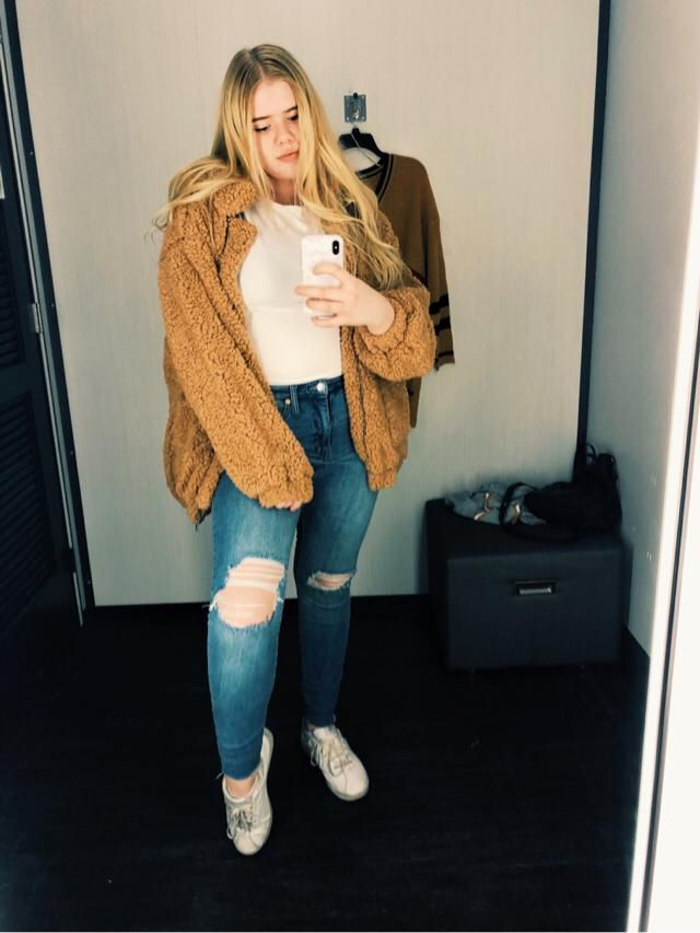this is the softest jacket ever and me new favorite in my closet!