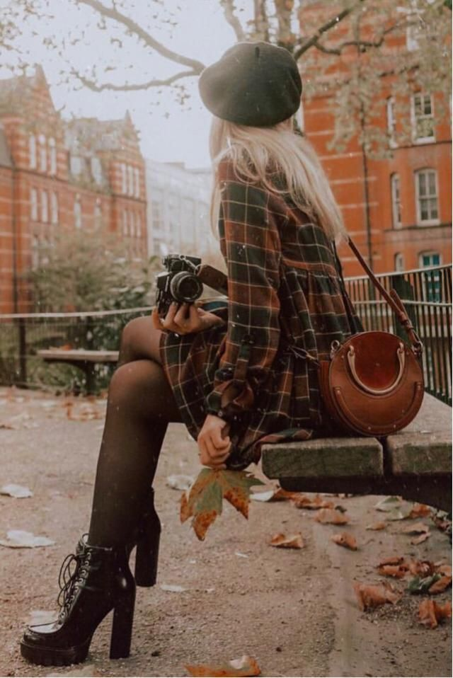 This is exactly how I be feeling in the autumn season. Autumn colors, chic outfit and much photos to capture.