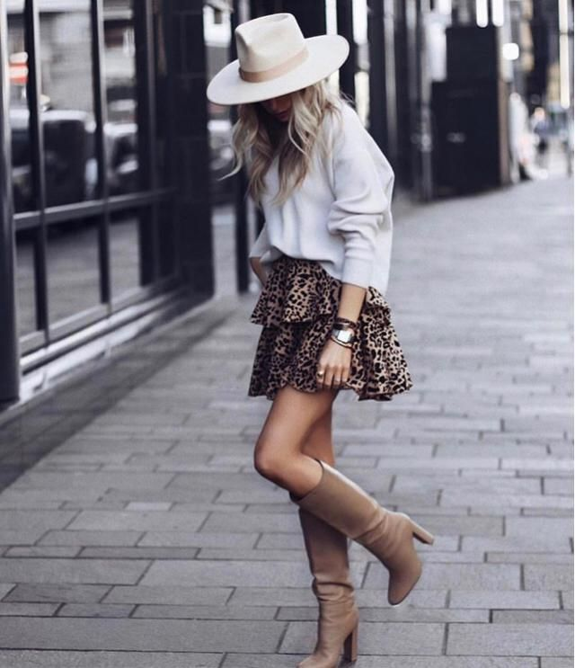 it's good to hang out with cute leopard skirt, you will feel sexy and comfy