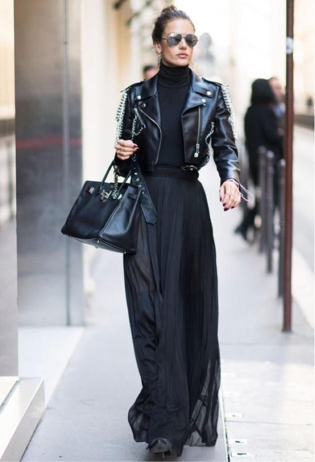 All black everything look. Very chic and stylish but yet also minimal and clean lewk with an edgy side.