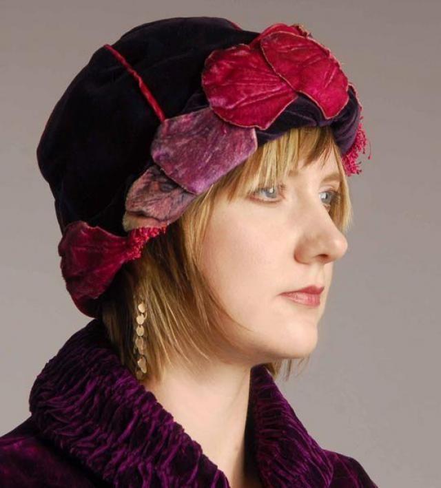 b0150d8ac4a19 Original 1920s Purple Velvet Cloche Hat Velvet Leaf Trim - item 708