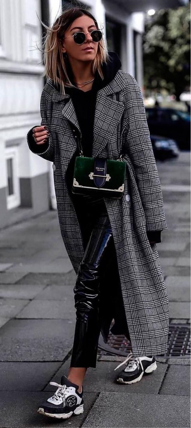 This is a beautiful winter outfit!! Plaid coat with a black hoodie, leather pants and a cute bag❤️❤️❤️