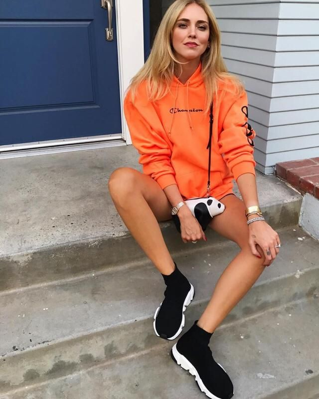 Do you like Chiara Ferragni? If it's so, get the same orange sweater here in Zaful, btw it's perfect for this winter ❤️…