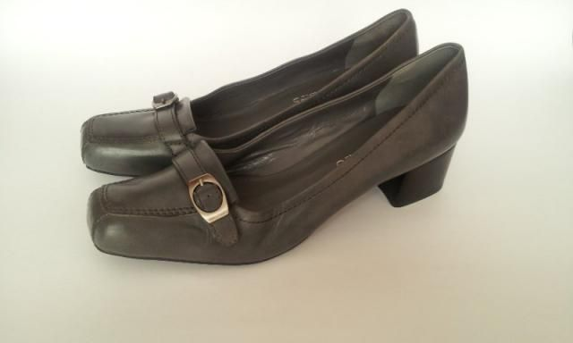 d07a6c4f791 Vintage Franco Sarto Pumps Gray heels Size 7 Casual Office Style Square  Heels Classy Shoes