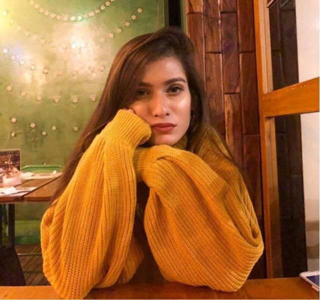 Cold nights on a date with bae and a warm beautiful yellow sweater ❤️❤️❤️❤️❤️