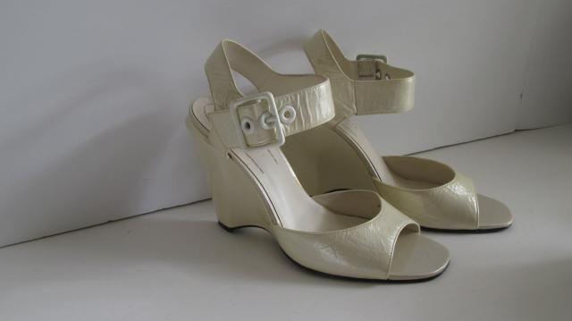 ab329e2334a 90s Nine West Shoes sz 6.5 B Ivory Wedding Shoes Chunky Wedge Heel Shoes  Wide Buckle