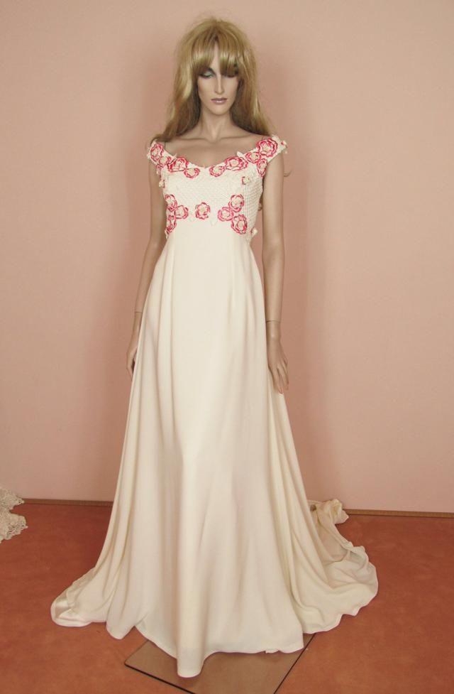 5ccc526fd03 Romantic macramè lace wedding dress - Vintage bridal gown 70s - Empire  style 1970s -