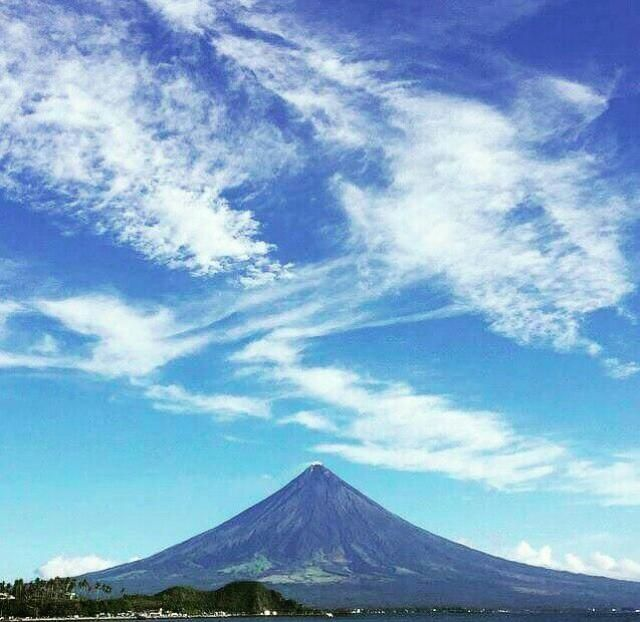 When i traveled 16hrs by land just to witness the majestic MAYON VOLCANO of ALBAY