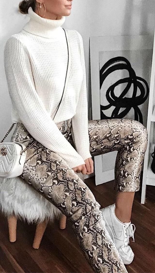 Snneakprint it's the next trending thing, get ready for the next year and get a similar outfit here in Zaful ❤️❤️❤️    …
