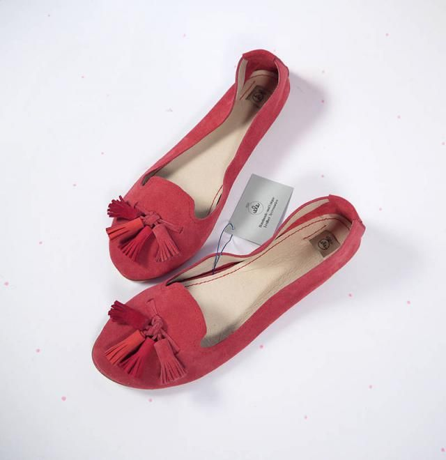 fd9e1ed227aca Loafers Shoes in Red Leather Suede and Matching Red Tassels - Handmade  Leather Flat Shoes Slip