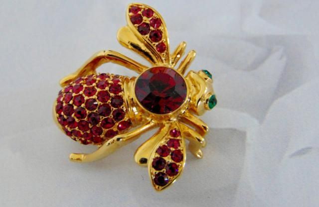 94e9cec53d5 Joan Rivers Pave Crystal Red Ruby Garnet Rhinestone BIRTHSTONE BEE BROOCH  Gold Pin July January New