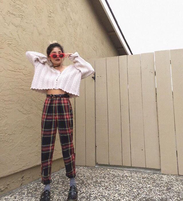 OMG, I'm so obsessed with plaid outfits! And this plaid pants are so beautiful