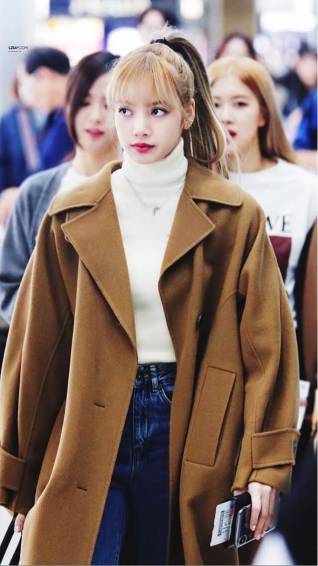 Lisa's outfit it's always on point, if you want a similar coat as Lisa coat you can get a similar one here in Zaful ❤️❤…