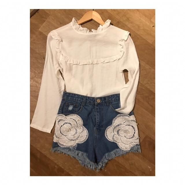 Vintage white !   Style it with high waist denim shorts !