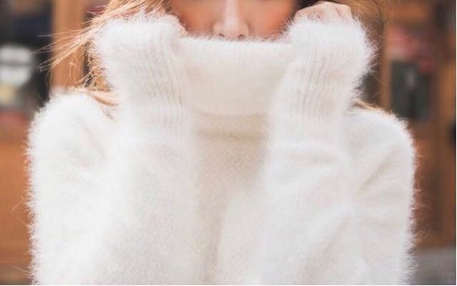 Every girl needs a cozy fluffy coat/sweater for this winter ❄️❤️