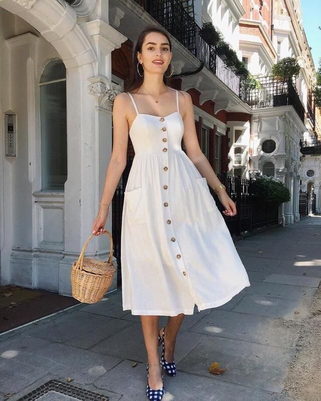 This white dress is perfect for a picnic with your babe for Valentine's Day!!! ❤️❤️❤️❤️❤️