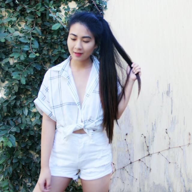 Casual outfit for the coming spring warmer days! I love monochromatic looks so I went for the white on white! These sh…