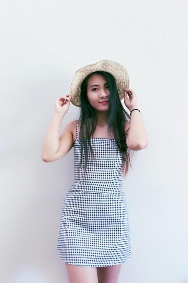Still in love with gingham trend. This casual dress is just so cute! Simple but still chic. The square neck is just so…