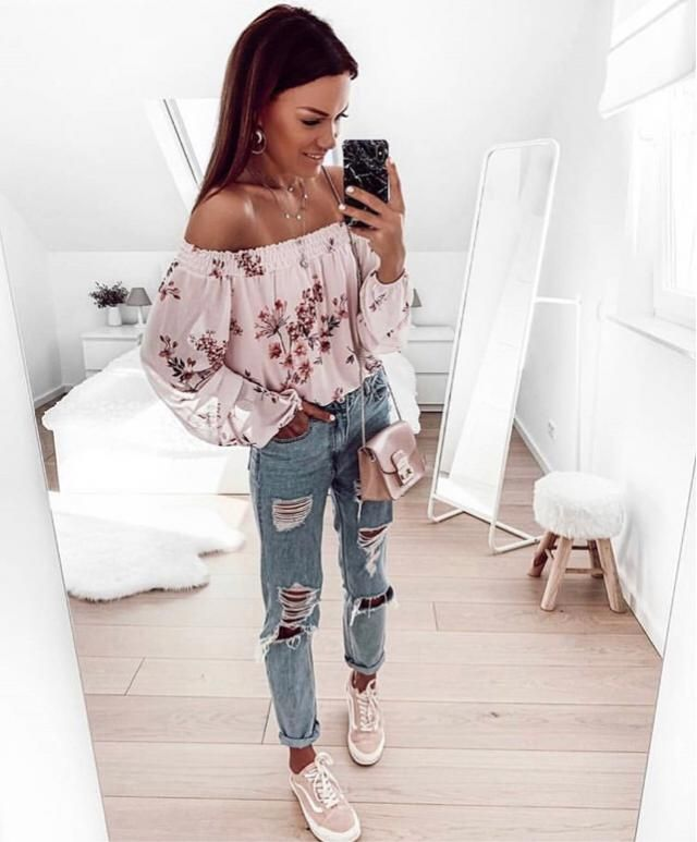This Spring I recommend you to wear a cute floral outfit especially this cute blouse