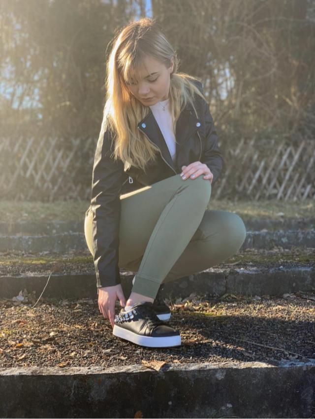 Everyday look with green jogger pants
