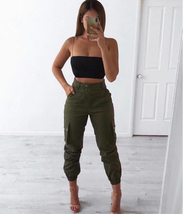 Simple outfit to go to Music Festival, cute tank top and green pants