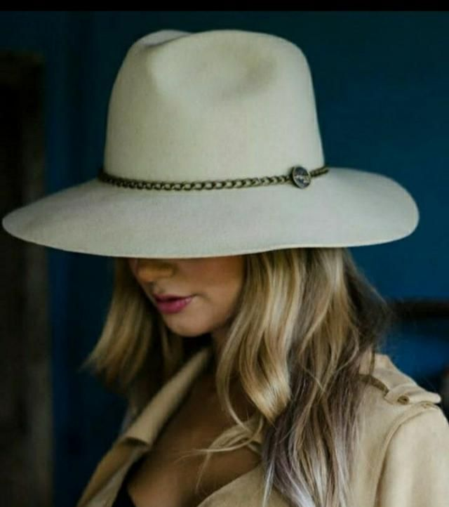 Fedora hat complete an outfit. It can make a simple daily outfit to an amazing stylish outfit. It gives an vint…