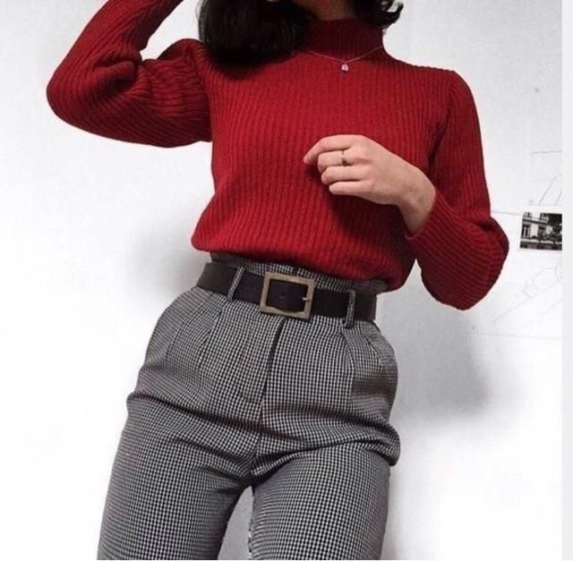 ❤️ So much red in this outfit