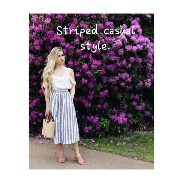 ☆Striped casual stylw!☆ Street style| Chic white top,striped skirt, pink shoes, bracelet, clutch ... At Wor…