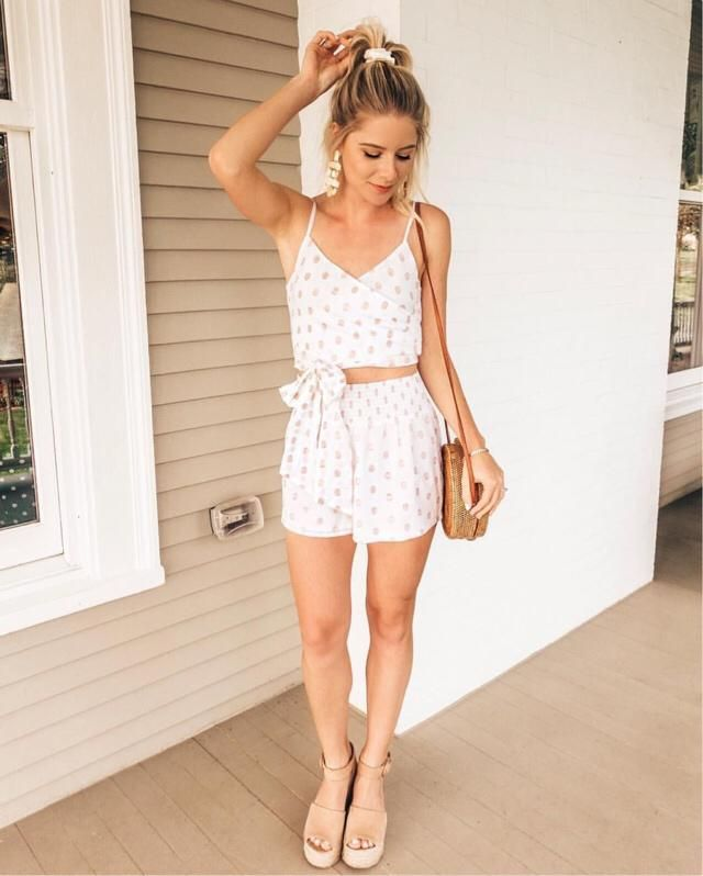 Super cute two piece set!! Perfect for summer:)