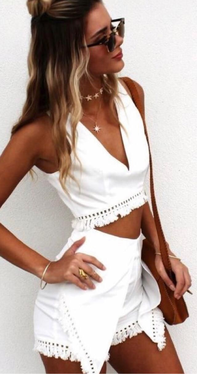 Who is ready for summer? This white two-piece outfit is perfect for it.