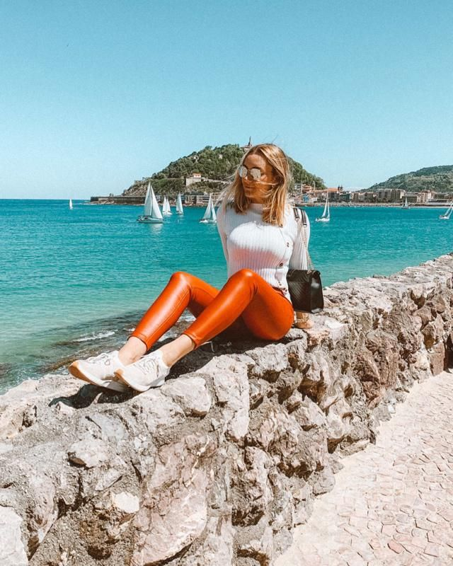 Red legging and a beautiful sweater! Isnt it beautiful this place?  I love San Sebastian ! Looks amazing! What do you…