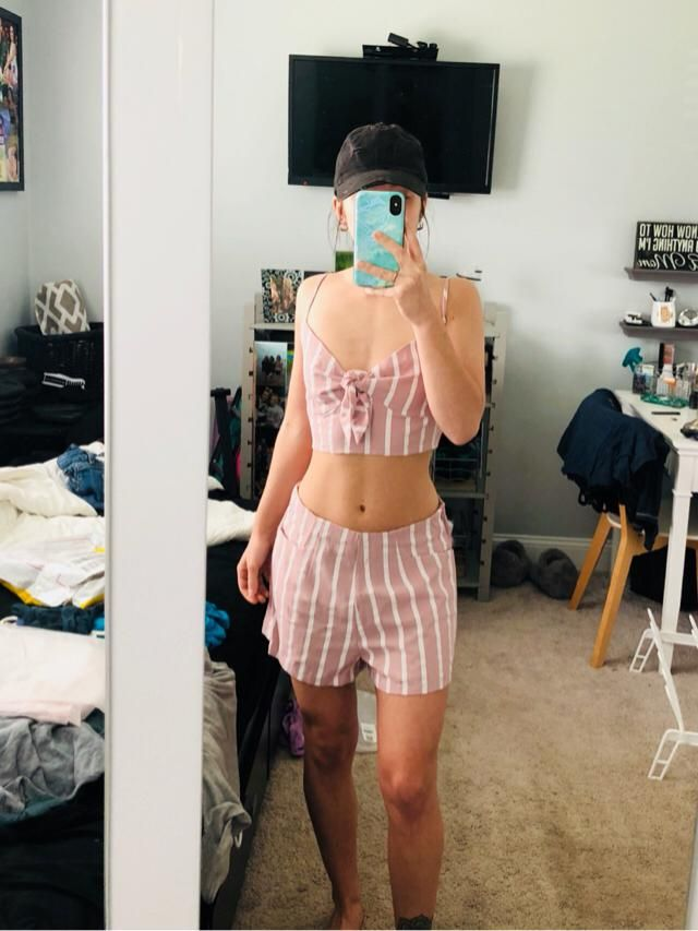 i am 5'2 and 100lbs. this top fits really great, but the shorts are a little big. i wish they would sit more high waist…