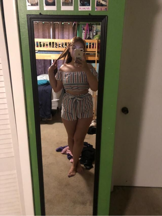 this is such a cute 4th of July outfit :) can't wait to wear this :) true to size too size Large.