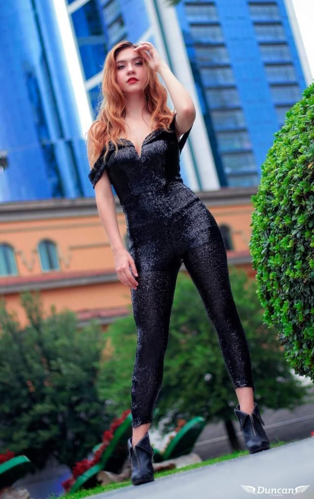 this full black outfit full of sequins that shine a meter away for those who see it …