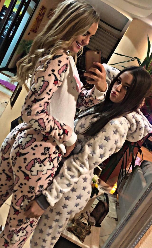 Bestfriends pajamas party