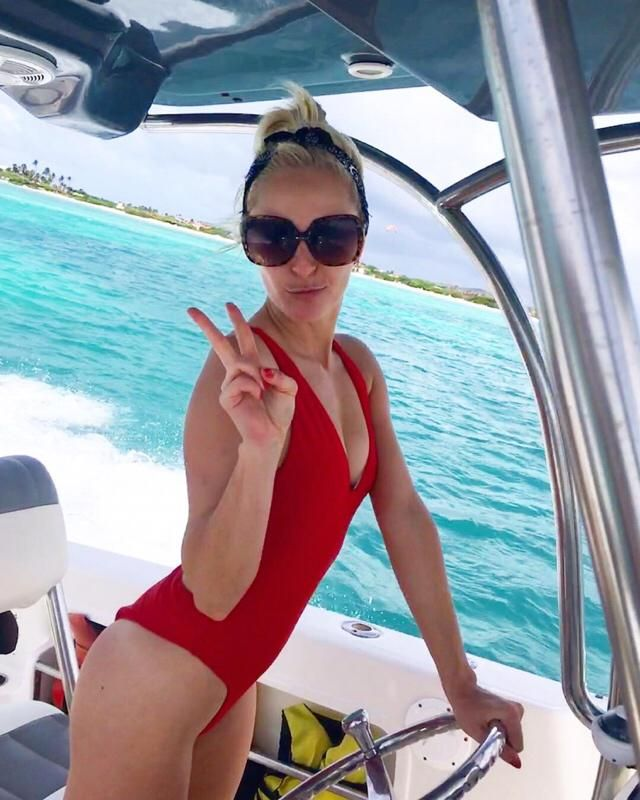 When you get the chance to drive a speedboat around Aruba