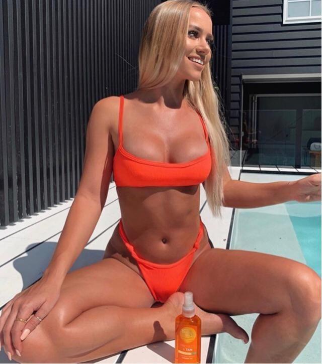 This tan skin looks stunning with this cute bikini